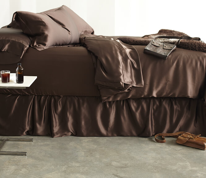 Dress your bed in our silk bedding and discover luxury and comfort like nothing else. Silk breathes naturally, so our bedding keeps you cool in the summer and  warm in the winter for comfortable sleeping year-round.