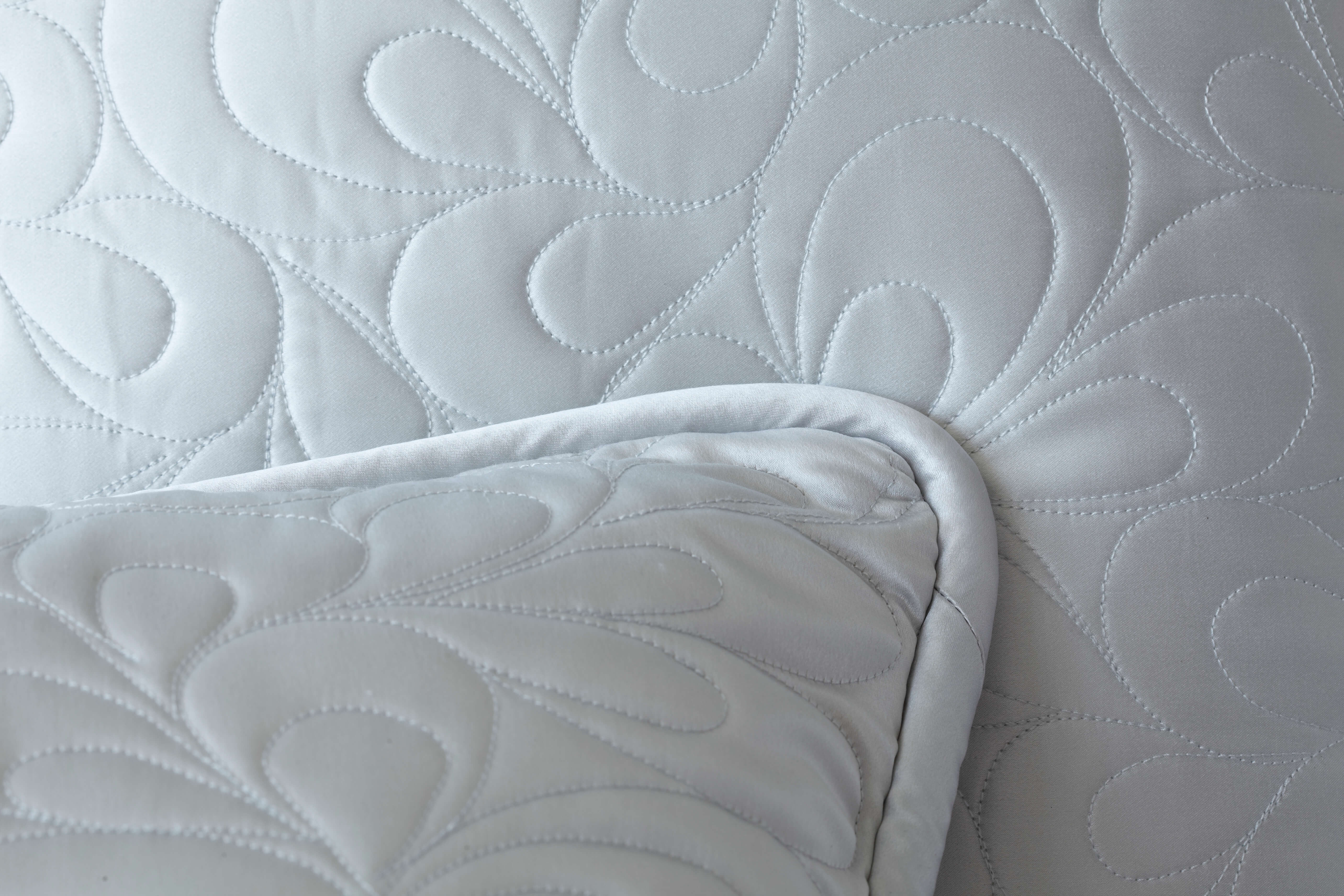 7069583c4eea Have you ever wondered why some silk sleepwear and bedding sellers on the  web seem to have the exact same products  Here s why  Many vendors you  encounter ...